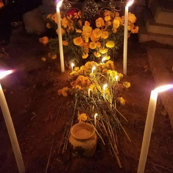 Day of the Dead - Decorated tomb